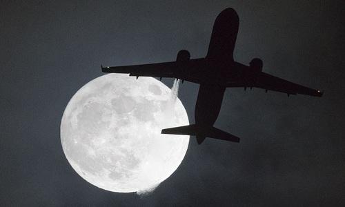 'Trăng Sói' rực sáng trên bầu trời thế giới ngày đầu năm