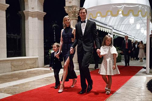 Gia đình Ivanka bước vào phòng tiệc. Ảnh:AFP