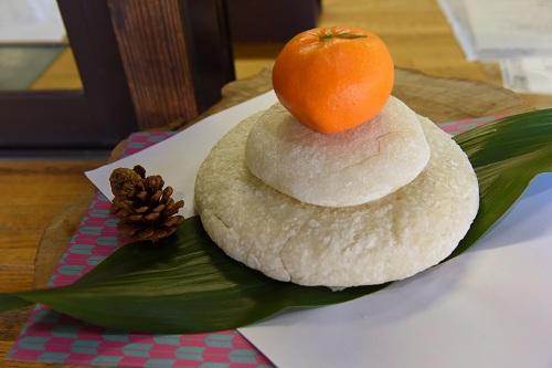 Bánh nếp mochi là món ăn truyền thống của người Nhật trong dịp năm mới. Ảnh: Japan Times.