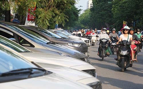 Tài xế ôtô ở Hà Nội sốc vì mức phí hơn 345.000 đồng một ngày gửi xe - 1
