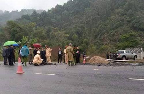 Lực lượng chức năng có mặt tại hiện trường điều tra vụ tai nạn. Ảnh: Tùng Sơn