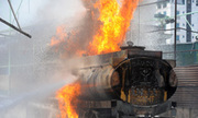 Tranh cãi dữ dội vụ cháy xe bồn xăng Hà Nội