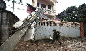 Đầu đạn la liệt khắp nơi, nhà dân cách xa vụ nổ 50m hư hỏng nặng