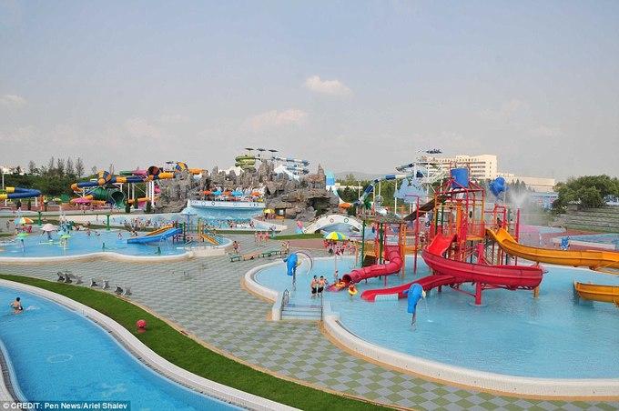 Vui chơi trong công viên nước ở Triều Tiên