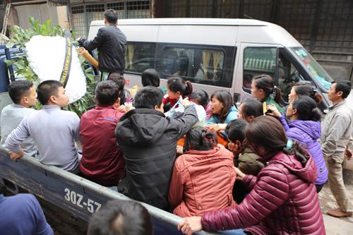 Chiều nay, gia đình đã lo tang lễ cho bé Đặng Thùy Trang, 3 tuổi. Ảnh: Giang Huy.