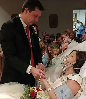 David và Heather trao nhau lời thề trong hôn lễ diễn ra 18 giờ trước khi cô dâu qua đời. Ảnh: Instagram