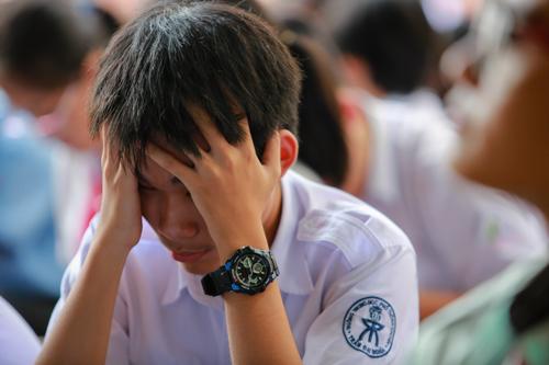 Học sinh căng thẳng trước kỳ thi tuyển sinh lớp 10 ở TP HCM. Ảnh: Thành Nguyễn.