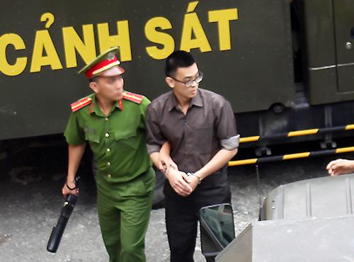 Ngày 27/12/2017, Đặng Hoàng Thiện (24 tuổi) bị tuyên mức án 16 năm tù vì đặt bom xăngkhủng bố sân bay Tân Sơn Nhất dịp lễ 30/4. Ảnh: Hải Duyên