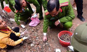 Hàng trăm kg đạn được thu gom khắp làng sau vụ nổ kho phế liệu