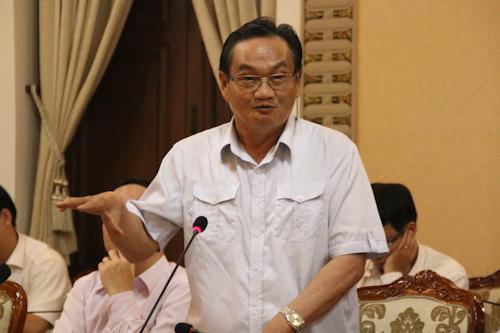 Ông Trần Du Lịch đóng góp ý kiến cho TP HCM thực hiện cơ chế tăng thuế, phí. Ảnh: Tuyết Nguyễn.