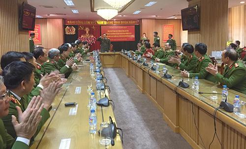 Buổi lễ trao quyết định nghỉ hưu cho thiếu tướng Hồ Sĩ Tiến và Nguyễn Anh Tuấn diễn ra chiều nay tại Bộ Công an. Ảnh: Bảo Ngọc