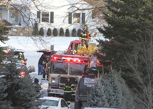 Lính cứu hỏa tại nhà của ông bà Clinton ở khu Chappaqua, bang New York.