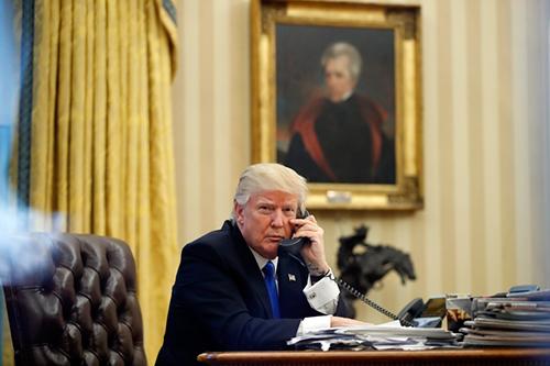 Trump, trên thực tế, nhận thấy Nhà Trắng phiền toái và thậm chí khá đáng sợ