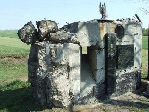 Phần còn lại của một lô cốt tại Wizna. Ảnh: Wikipedia.