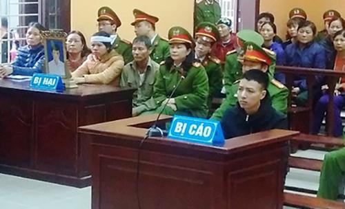 Bị cáo tại phiên xử sơ thẩm. Ảnh: Lam Sơn.