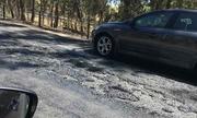 Mặt đường cao tốc Australia nóng chảy dưới trời nắng