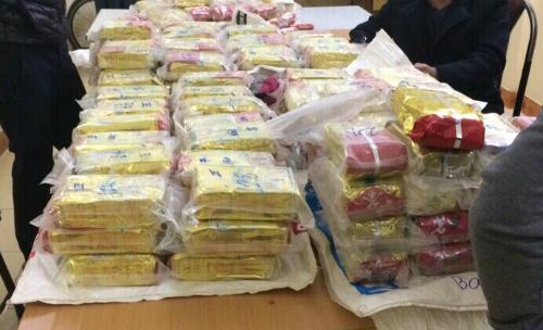 Gần 500 bánh heroin bị thu giữ. Ảnh: Sơn Dương