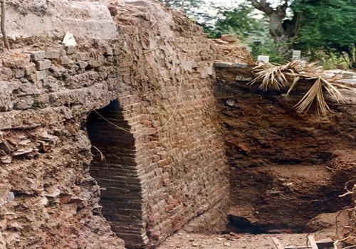 Lò gốm khi được khai quật năm 1998. Ảnh: Tư liệu