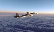 Mỹ công bố video tiêm kích F-15 bám đuổi Su-30 Nga