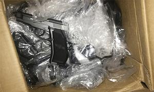 Cảnh sát khám xét kho vũ khí chuyên bán cho giang hồ Sài Gòn