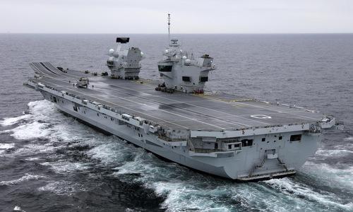 Tàu sân bay HMS Queen Elizabeth trong chuyến thử nghiệm trên biển. Ảnh: Telegraph.