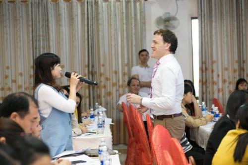 Giáo viên Bình Định được tập huấn phương pháp dạy tiếng Anh - 3