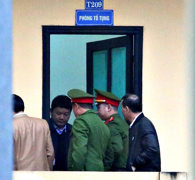 Hai lớp an ninh bảo vệ phiên tòa xét xử ông Đinh La Thăng