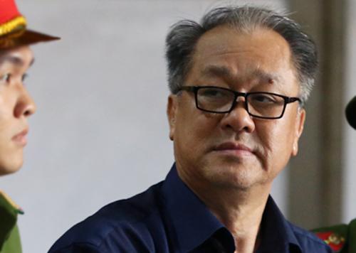 Ông Phạm Công Danh rời tòa chiều nay. Ảnh: Quỳnh Trần.