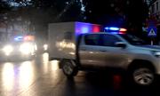 Đoàn xe chở ông Đinh La Thăng và các bị cáo đến tòa từ mờ sáng