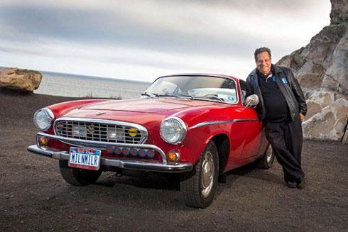 Chủ nhân bên mẫu Volvo P1800 1966.
