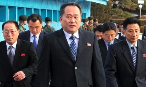 Ri Son-gwon dẫn đầu phái đoàn Triều Tiên thảo luận với Hàn Quốc ngày 9/1. Ảnh: AFP.