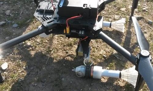Một UAV của IS được gắn hai lựu đạn lắp cầu lông ở phía đuôi. Ảnh:RT.
