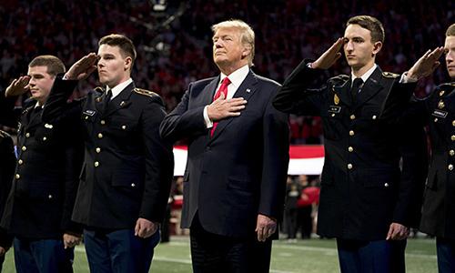 Trump bị nghi không thuộc Quốc ca Mỹ