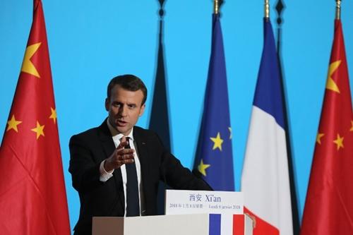 Tổng thống Pháp Macron phát biểu tại Cung Đại Minh ở Tây Anh. Ảnh: AFP.