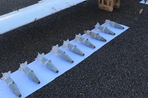 Các quả đạn gắn trên UAV tấn công căn cứ không quân Hmeymim. Ảnh: Tass.