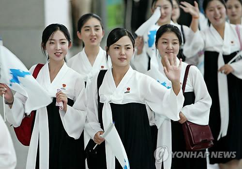 Đội cổ vũ toàn mỹ nữ Triều Tiên mang tới Thế vận hội Mùa đông - 2