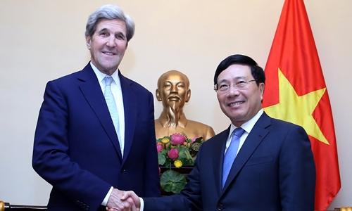 Phó Thủ tướng, Bộ trưởng Ngoại giao Phạm Bình Minh và cựu ngoại trưởng Mỹ John Kerry. Ảnh: VGP.