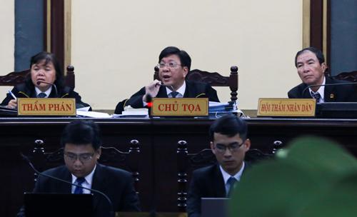 Chánh tòa Hình sự TAND TP HCM Phạm Lương Toản ngồi ghế chủ tọa. Ảnh: Quỳnh Trần.