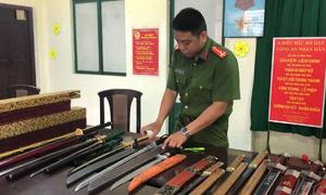 Nhiều đao kiếm trong nhà người đàn ông ở trung tâm Sài Gòn