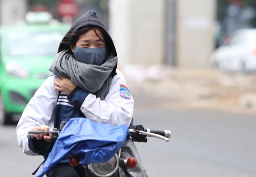 Nhiệt độ lúc 6h sáng ngày 10/1 là 12,2 độ C, học sinh tại Hà Nội sẽ không được nghỉ học. Ảnh minh hoạ: Ngọc Thành.
