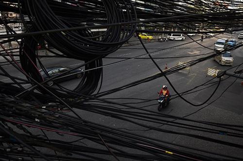 Trong 5 năm tới, giới chức dự kiến tháo dỡ dây điện ở thêm 39 con phố dài tổng cộng 127 km, tái lắp đặt hệ thống dây điện ngầm bên dưới đường
