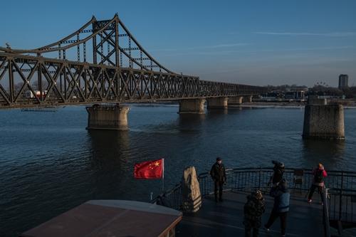 Cây cầu nối Đan Đông, Trung Quốc với Triều Tiên. Ảnh: NYTimes.