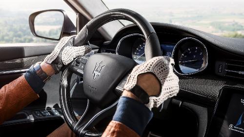Tận tay cầm lái, chân nhấp đều nhịp ga, nghe những tiếng gầm nổi loạn phát ra từ động cơ V6/V8 mới hiểu vì sao Maserati được xem là bất bại trên những đường đua danh tiếng.