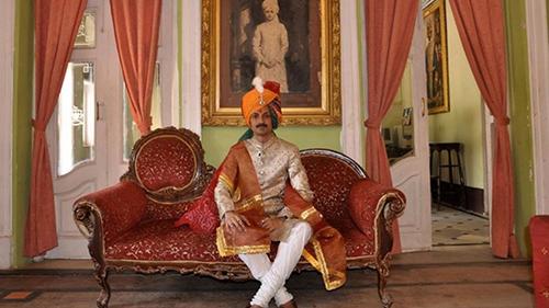 Hoàng tử đồng tính Ấn Độ mời người đồng giới đến cung điện