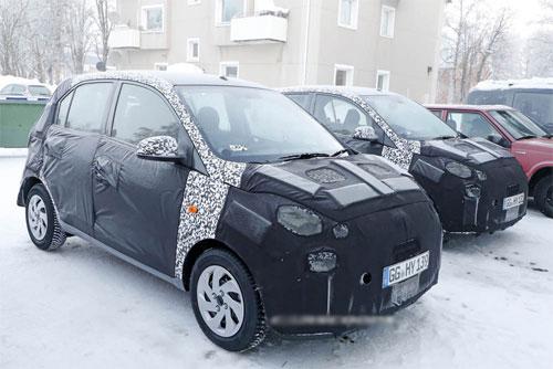 i10 thế hệ tiếp theo ngụy trang kín mít, chạy thử giữa trời tuyết trắng xóa ở châu Âu. Ảnh: Carscoops.