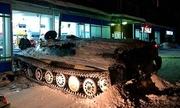 Người đàn ông Nga say rượu lái xe thiết giáp gây tai nạn