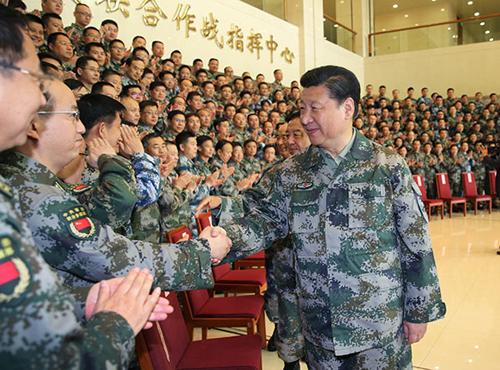 Ông Tập bắt tay với các tướng lĩnh cấp cao quân đội Trung Quốc. Ảnh: Xinhua.