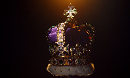 Chiếc vương miện của Nữ hoàng Anh. Ảnh: BBC.