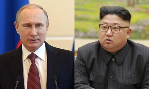 Tổng thống Nga Vladimir Putin (trái) và nhà lãnh đạo Triều Tiên Kim Jong-un. Ảnh: RIA Novosti/AP.