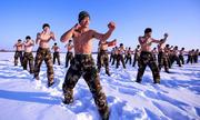 Lính Trung Quốc cởi trần tập luyện trong thời tiết -30 độ C